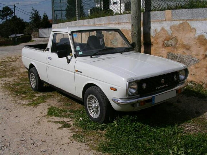 1982 toyota pickup except mine was blue my car history. Black Bedroom Furniture Sets. Home Design Ideas