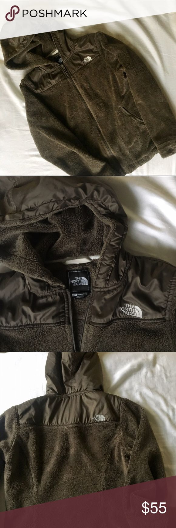 """Brown North Face Oso Hoodie Perfectly worn in soft Northern Face jacket. No stains or tears. Hooded and can be adjusted at the bottom. Great for girls with brown or hazel eyes, the color will make them pop for sure! Just too small for me. Color """"bittersweet brown"""" The North Face Jackets & Coats"""