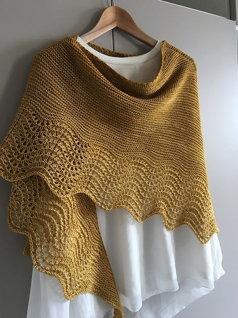 Multnomah by Kate Ray, knitted by Danieladp | malabrigo Sock in Ochre