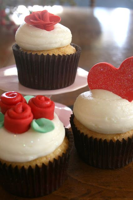 Easy Fondant Decor for Cupcakes - Somewhat Simple