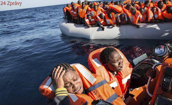 U Libye ztroskotala loď se stovkou migrantů. Záchranáři našli osm mrtvých