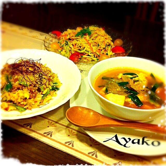 スープは、ちょっと辛くて、ちょっと酸っぱい♪身体がポカポカに、温まりましたぁ♡サラダは、ぽにょちゃんのレシピです - 160件のもぐもぐ - 豚挽肉とキャベツのごま炒飯、寄せ豆腐のキムチ酢ープ、切り干しのコチュマヨサラダ by ayako1015