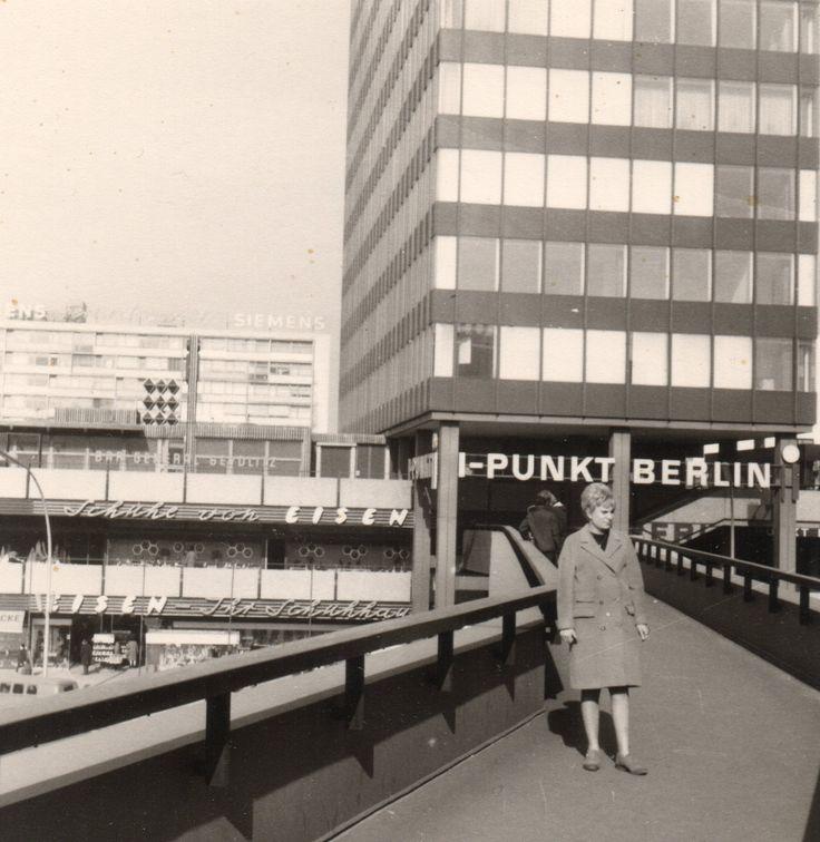 März 1969, auf der Fußgängerbrücke Marburger Str. Europacenter