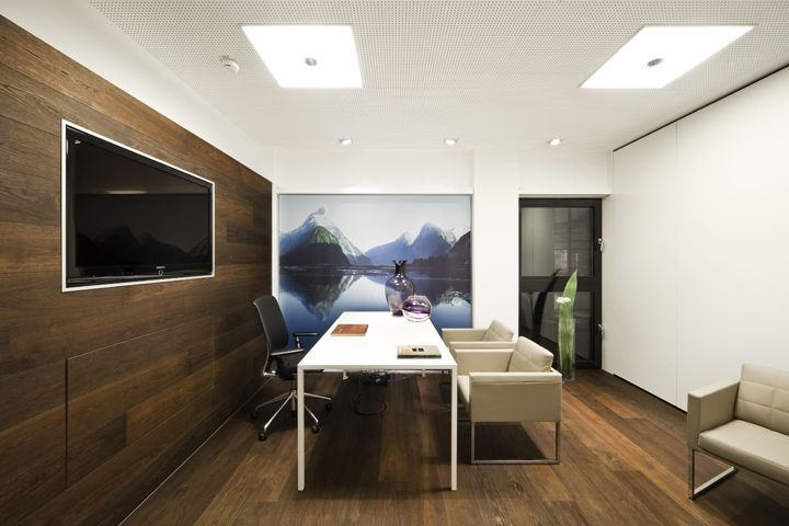 world of tui travel agency by nest one berlin still a little to stark but love the floor and. Black Bedroom Furniture Sets. Home Design Ideas