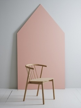 Vang Chair by Andreas Engesvik  (& I LOVE the colour accent panel in the back...)