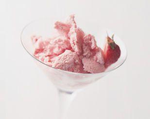 Gefrorenes Erdbeer-Mousse (Mousse glacée aux fraises) - Rezeptdatenbank - Swissmilk