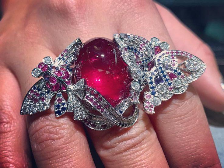 Van Cleef and Arpels. Via James Derrico (@jamesderrico) on Instagram: That tourmaline though, all 38 beautiful carats of it. #nofilter #vancleefarpels beautiful carats of it  #nofilter #vancleefarpels #pave #pavediamonds #pavesapphires #sapphire #tourmaline #diamond #vca #vcateam #cerfsvolante #kites #18kgold #whitegold #naturalstones #untreated