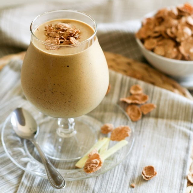 Gingerbread Smoothie  ½ cup cooked white beans      ½ frozen banana      35g fresh ginger, chopped (no need to peel, just remove dry parts)      ¼ cup 0% fat Greek yogurt      ½ to ¾ cup unsweetened soy milk      ½ scoop (2 tbsp) vanilla flavored whey protein powder      1 tbsp flaxseed meal      ½ tsp ground cinnamon      1 tbsp blackstrap molasses      1-2 tbsp flaked cereal