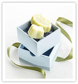 Vita chokladpraliner med pistagefyllning