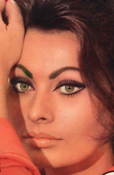 Sophia Loren's famous eye makeup