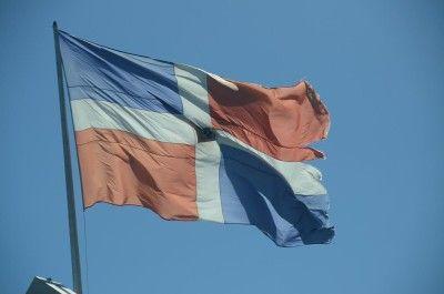 Efemérides Patrias dice banderas en mal estado son responsabilidad de cada institución