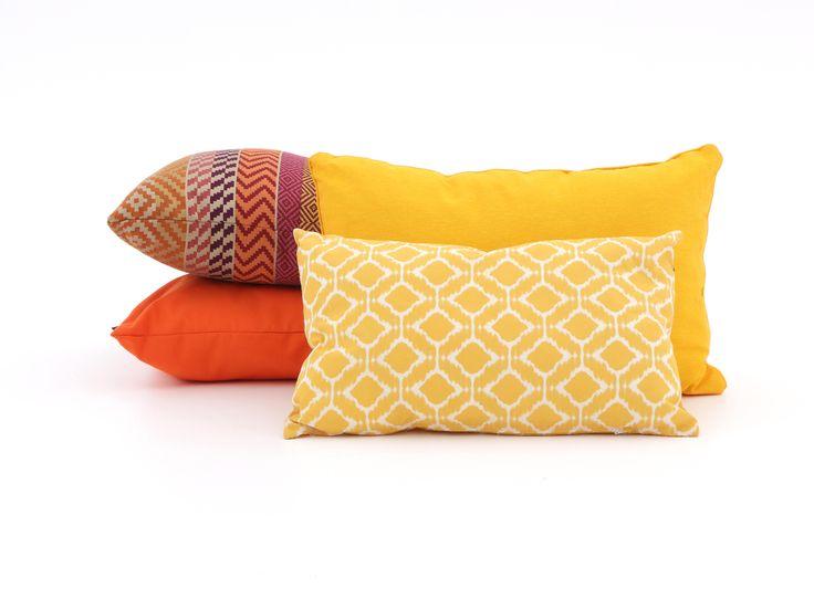Gele en oranje kussens voor buiten