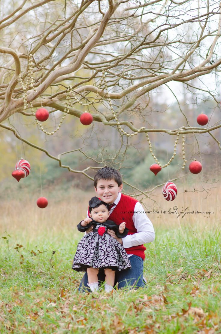 Outdoor Christmas outdoor photos www.llyonsphotography.com jax n sophie