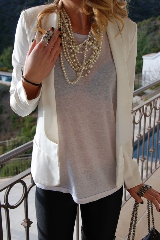 White blazer & necklace.Fashion, Summer Outfit, Pearls Necklaces, White Blazers, Style, Dresses, Layered Necklaces, T Shirts, Business Casual