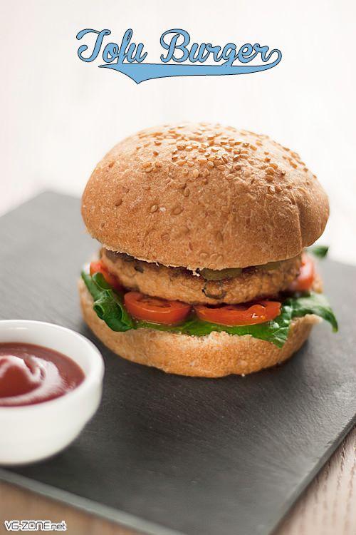 Tofu Burger au Poivre Vert / encore une superbe idée de #burger #vegan :) je trouve cette recette particulièrement originale, elle est donc à essayer d'urgence ! Bon appétit ;⟩