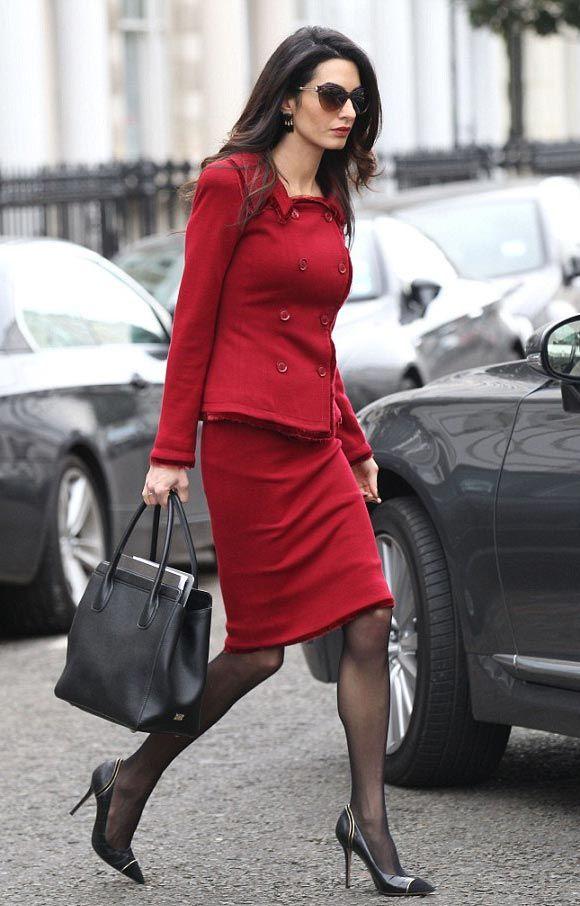 アマル・クルーニーがお手本!お洒落上級者におすすめのカラースーツ♡ おすすめのスーツスカートコーデ。人気のトレンドファッションの参考一覧。