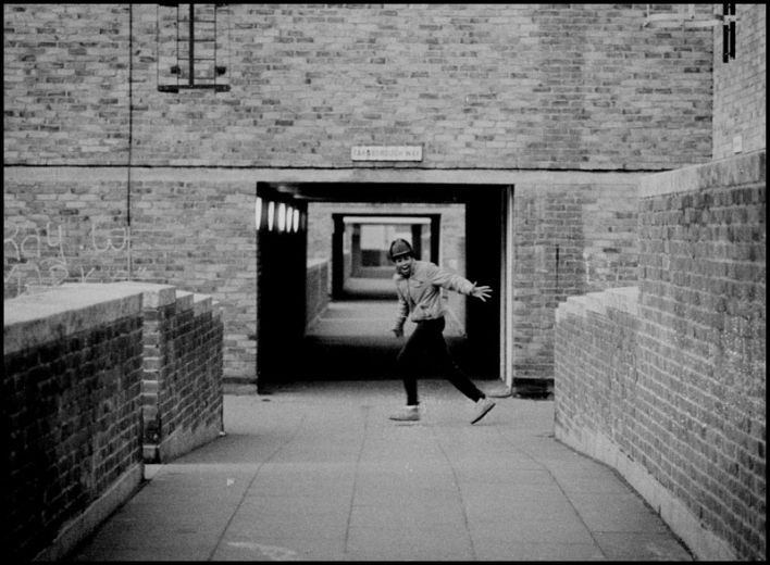http://upload.wikimedia.org/wikipedia/en/9/9e/Young_man_running_on_the_North_Peckham_Estate.jpg