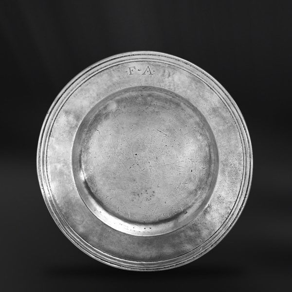 Pewter Plate - Diameter: 30 cm (11,8″) - Food Safe Product - #pewter #plate #dish #peltro #piatto #zinn #teller #zinnteller #étain #etain #assiette #plat #peltre #tinn #олово #оловянный #tableware #dinnerware #table #accessories #decor #design #bottega #peltro #GT #italian #handmade #made #italy #artisans #craftsmanship #craftsman #primitive