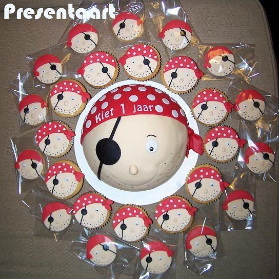 Piratentaart met koekjes en cupcakes