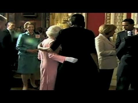 First lady's surprising hug from the Queen of England - YouTube