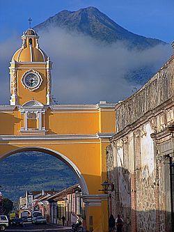Santiago de los Caballeros de Guatemala, hoy Antigua Guatemala, máximo exponente de la cultura española en el país.