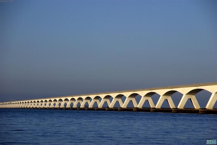 De Zeelandbrug verbindt Noord-Beveland met Schouwen-Duiveland sinds 1965