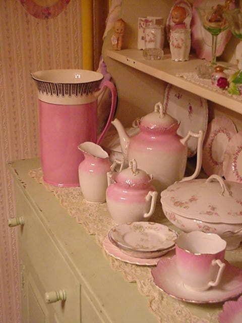 pinkcobweb:  #tea #tea_sets   pink!