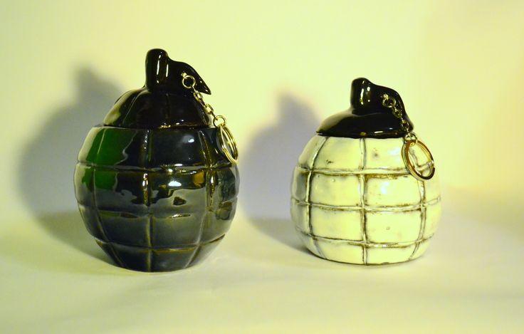 Dwa matero w kształcie granatu.  #postapo #militarne