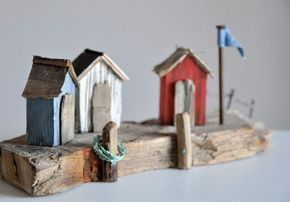 Treibholz Driftwood Art Kunst Nagel Strandhaus Strandkabine Fahne Flagge Mast Hafen Anleger Baden Schwimmen Wasser See Meer Ocean