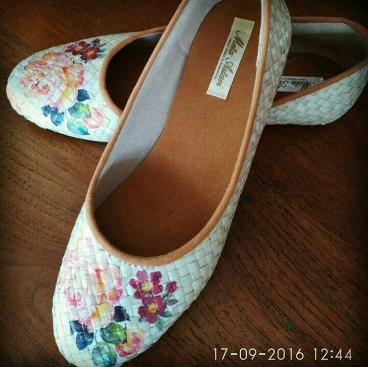 Decoupage pandanus shoes