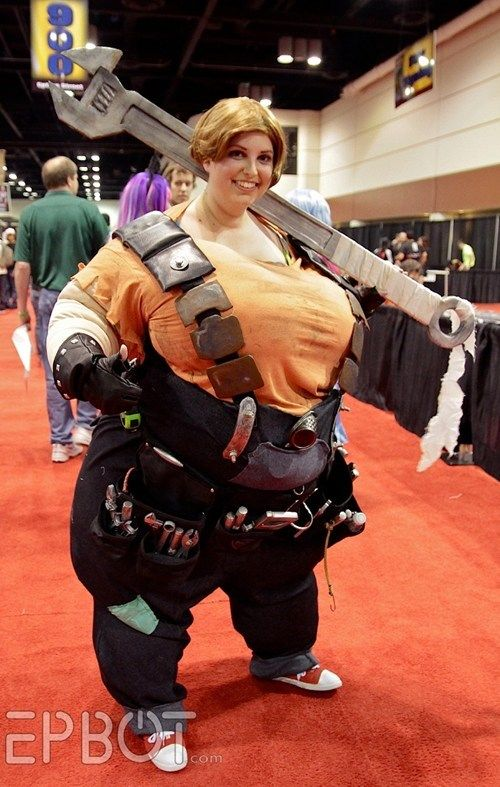 Borderlands 2 Ellie. OMG THIS IS NEARLY PERFECT. she got the proportions so right, this is such a difficult cosplay ;_;