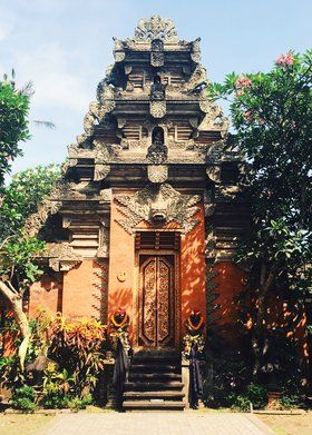 Ubud Palace - The palace was built in the 1800s during Ida Tjokorda Putu Kandel's reign and is home to the royal family of Ubud. The palace also acts as one of the main locations for traditional Balinese performances, like the Legong and Barong dances, every evening. And just northwest of the grounds you'll find Pura Taman Saraswati, a temple that is beautifully set behind a pond filled with blooming water lilies.