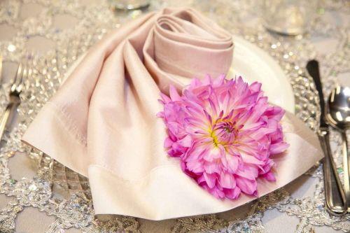 love the napkin fold