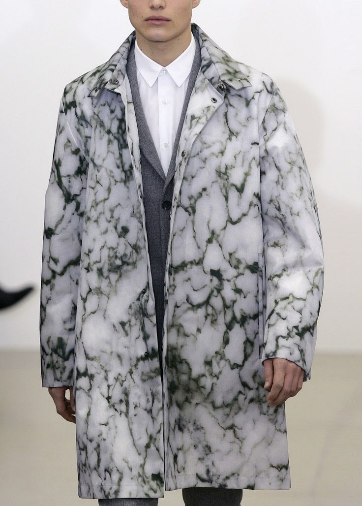 Amazing marble print jacket on the runway ! fashion <3 art <3 design