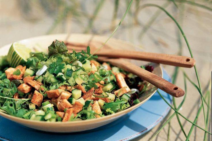 Kijk wat een lekker recept ik heb gevonden op Allerhande! Oosterse salade met fijngehakte tofu