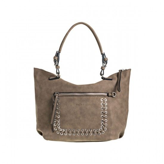Bolso Miranda - En material efecto cuero liso, bolsillo frontal con ojalillos y acordonado. Medidas: Altura: 32cm - Base: 38cm - Prof.: 20cm