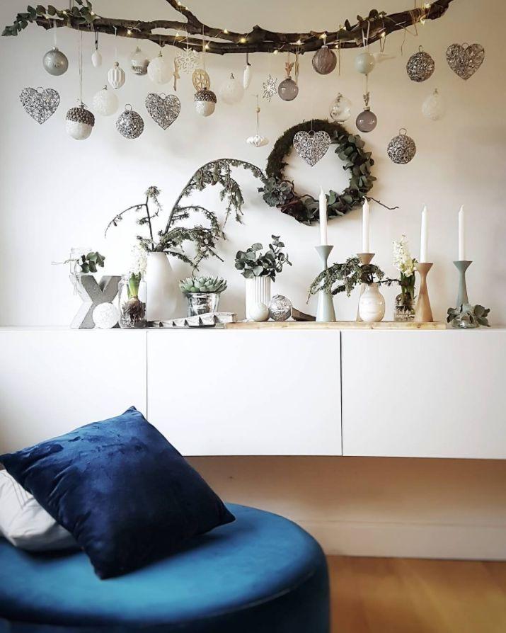Die No. 4 macht es sich gemütlich bei @loui_falklund   #danishdesign #furniture #scandinaviandesign #interiordesign #furnituredesign #nordicinspiration #retrostyle #blue #Pouf #Velours #Samt