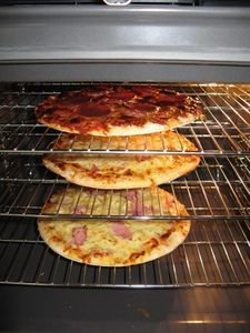 How to Steam Clean an Oven. I will try this, the other instructions floating around on pinterest use Ammonia and that would be bad in a gas oven!