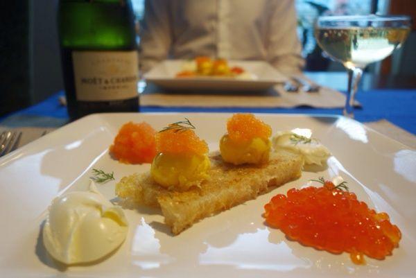 Confiterade ägg med lax- och löjrom Egg confit with salmon and bleak roe