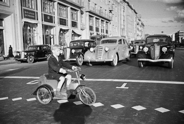 Boy on a bicycle crosses Gorky Street. Moscow, 1935. Photo by Arkady Shaikhet.