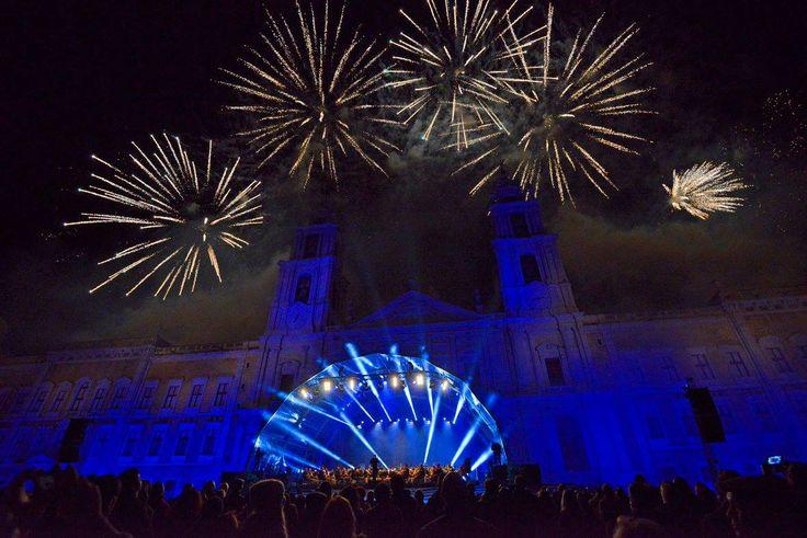 Inauguração celebrada com luz, música e cor dos 300 anos do lançamento da primeira pedra da basílica do Palácio Nacional de Mafra, a 17 de novembro de 2016.