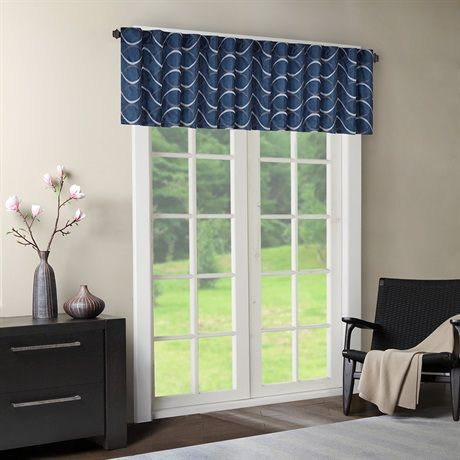 Two-tone embroidered ogee on iridescent taffeta. Soft wave ogee is easy to live with. The beautifully embroidered ogee combined with the deep navy color creates a perfect transitional look. Valance features added lining and a 3