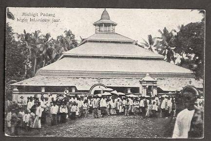 Padang+Mosque+New+Year+Sumatra+Indonesia+ca+1910.JPG (433×290)