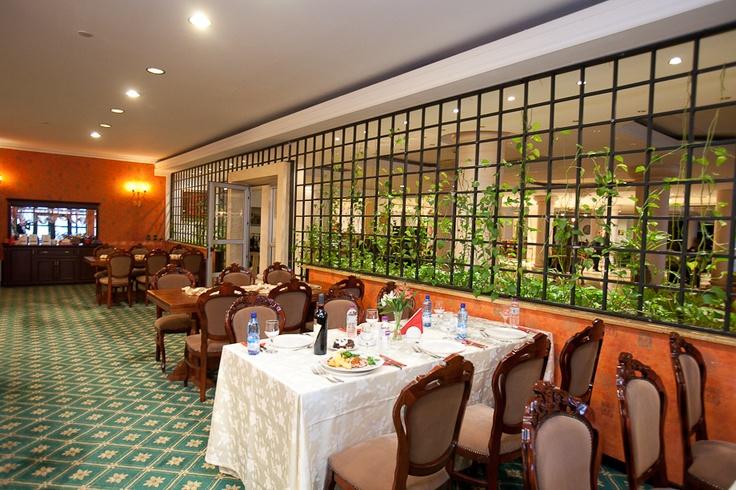 Colosseum Restaurant Bucharest I Phoenicia Grand Hotel