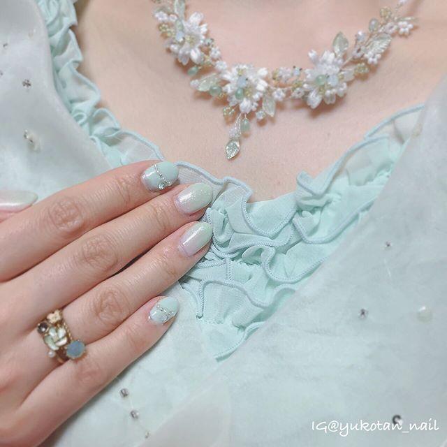 結婚式お呼ばれネイル👗✨ ドレスに合わせてミントグリーンで💚 2枚目に拡大写真あります☺️💡 . 🎀ITEM🎀 #ducato #コンデンスミルク #ducato #ミントカーディガン #キャンドゥ #シュガーネイル ミント #3coins ネイルシール . ミントグリーンは大好きな色!春が来たなあ🍀 結婚式とっても素敵でした😍 . #ネイル#nail#セルフネイル#selfnail#セルフネイル部#ポリッシュ#nailpolish#ネイルデザイン#naildesign#マニキュア#instanail#プチプラネイル#ネイルチェンジ#グラデーションネイル#ラメグラデ#ミントグリーンネイル#ミントグリーン#お呼ばれネイル . 💓my tag ▶︎▶︎ #yukotanNAIL