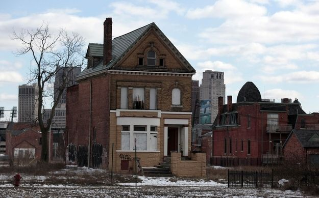 """""""16 Eerie And Heartbreaking Photos Of Detroit's Decline"""" Detroit became the largest U.S. city ever to seek bankruptcy protection on Thursday. This is what urban decay looks like. (retrieved July 21, 2013)"""