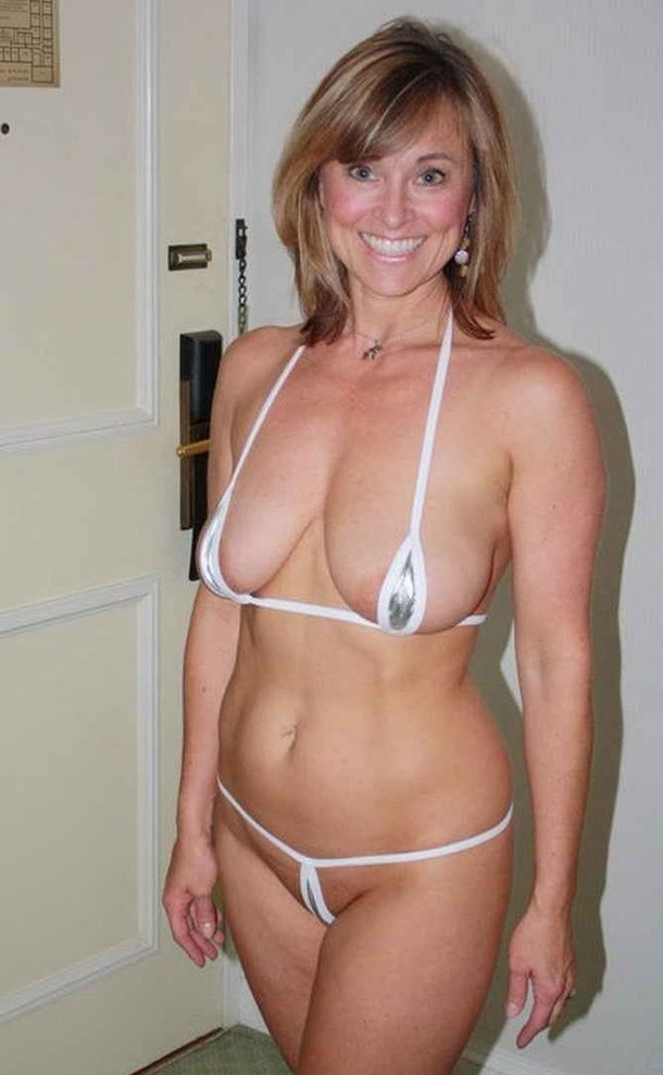 Milf In Bathing Suit 93