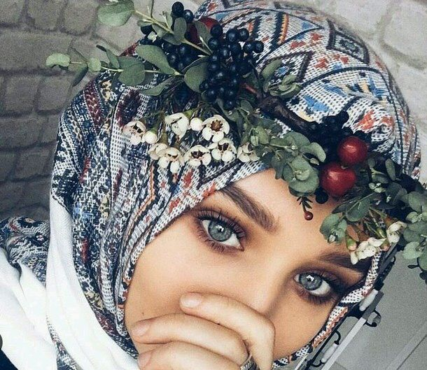 Another photo showing the beauty of the hijab (@golovkova.s).