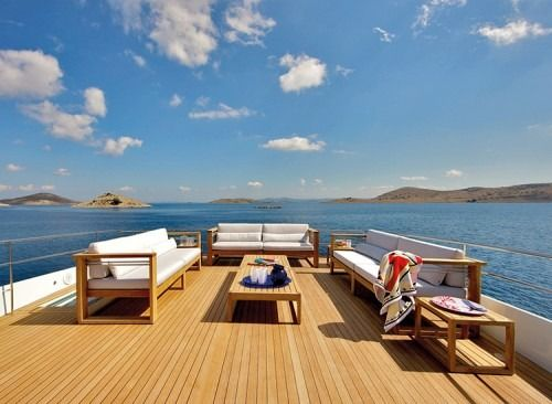 Outdoor sofa by MANUTTI - exclusive Belgian outdoor furniture. Siena collection - Wally yacht. The warm charm of resilient wood that can withstand water and temperature fluctuations matches perfectly with the wooden floor of this deck.