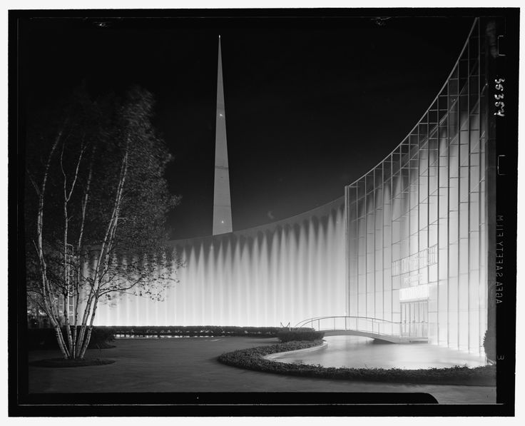 The Consolidated Edison Fountains at the New York World's Fair, by Samuel H. Gottscho (1939)